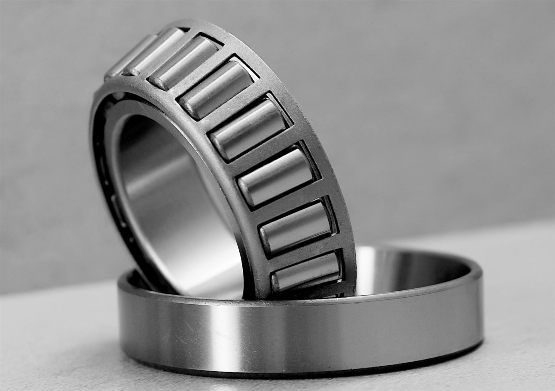 90 mm x 140 mm x 24 mm  FAG HCB7018-E-T-P4S angular contact ball bearings